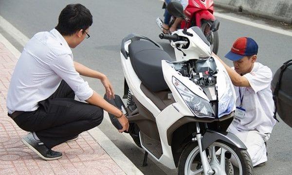 Cứu hộ xe máy trên đường