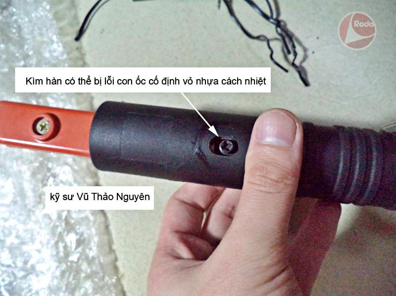Kìm máy hàn JASIC Ares 120 có thể bị lỗi con ốc cố định vỏ nhựa cách nhiệt