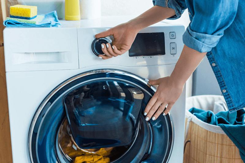 Máy giặt có mùi hôi - Bạn nên mở cửa máy giặt để máy khô thoáng