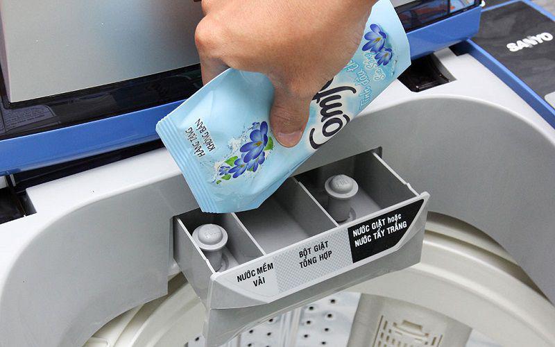 Bạn chỉ được phép đổ chất tẩy vào khây nước tẩy chuyên dụng