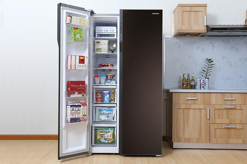 Tủ lạnh side by side chiếm nhiều diện tích nhà bếp nên không phù hợp với các ngôi nhà nhỏ hẹp