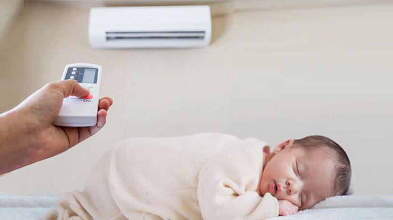 Trẻ nhỏ là đối tượng dễ bị viêm họng nhất khi nằm điều hòa