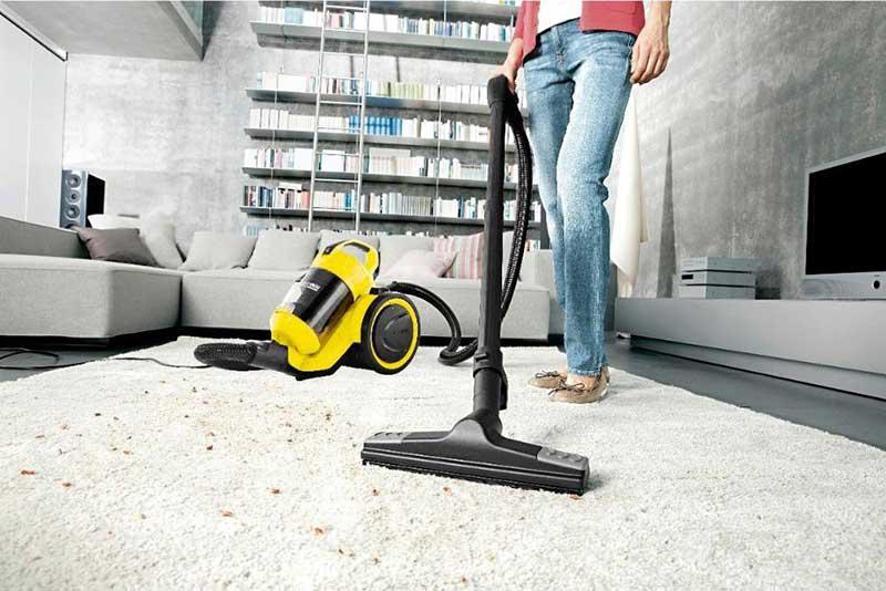 Thường xuyên vệ sinh và bảo dưỡng máy hút bụi để hạn chế hư hỏng khi sử dụng