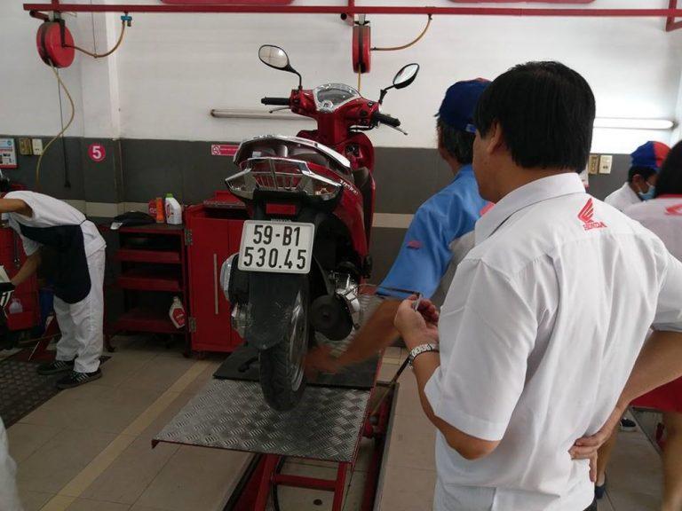 Thay nhớt xe máy là một điều được người dùng đặc biệt quan tâm nhất đối với việc bảo dưỡng cho xe.