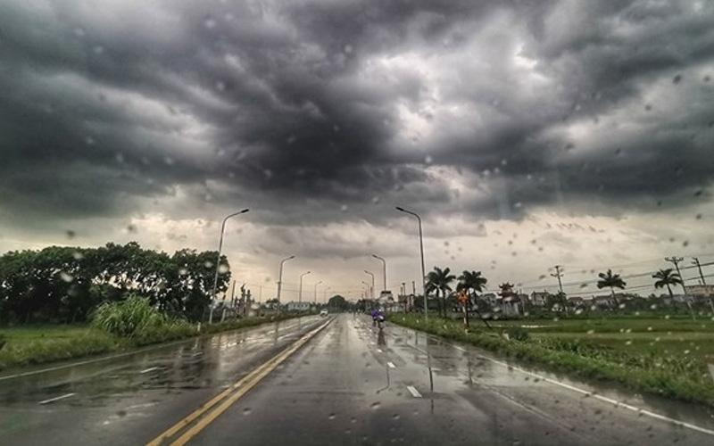 Thời tiết mưa ẩm ướt dễ gây hỏng hóc các thiết bị điện trong nhà