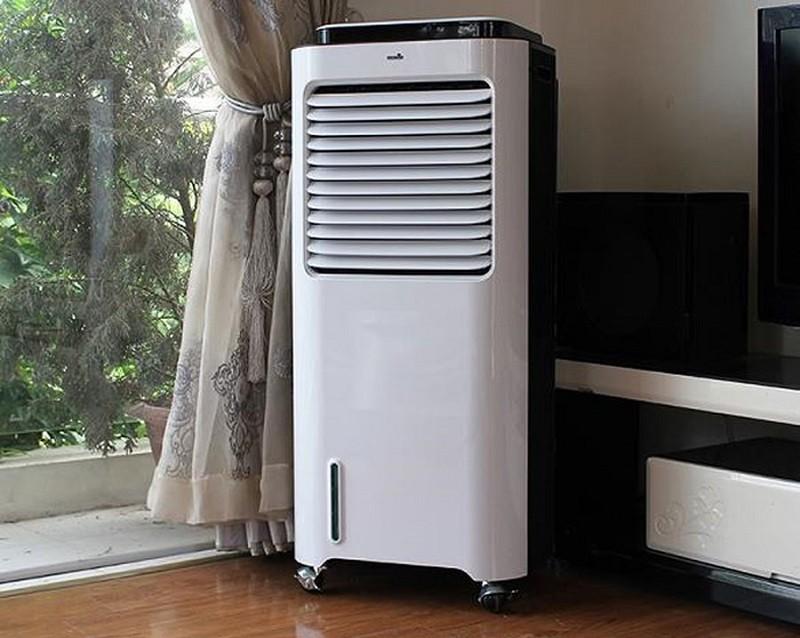 Kết hợp quạt phun sương với điều hòa giúp bổ sung độ ẩm trong không khí