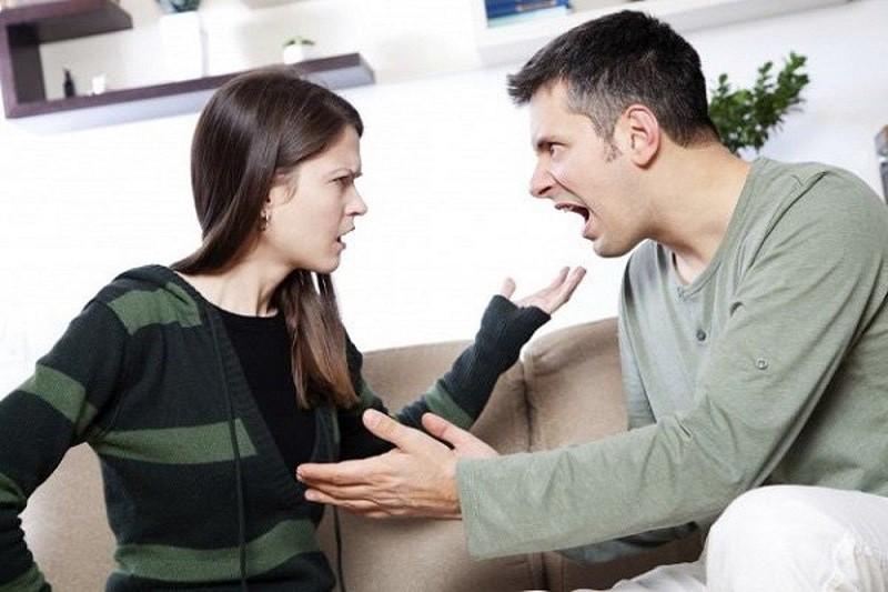 Vợ chồng xung đột vì sự bất công trong gia đình, khi người chồng nghĩ việc nhà là của vợ