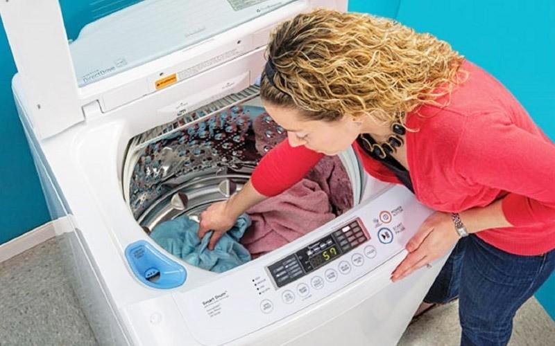 Khi máy giặt cần bơm nước vào sẽ cấp điện mức 220V cho cuộn dây điện từ