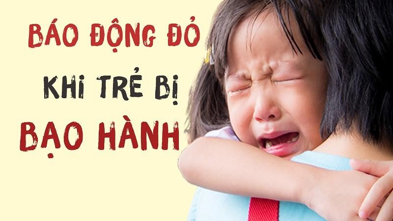 Nếu trẻ khóc tức tưởi và lao ngay đến khi gặp lại cha mẹ thì có thể do trẻ hoảng sợ vì bị bạo hành