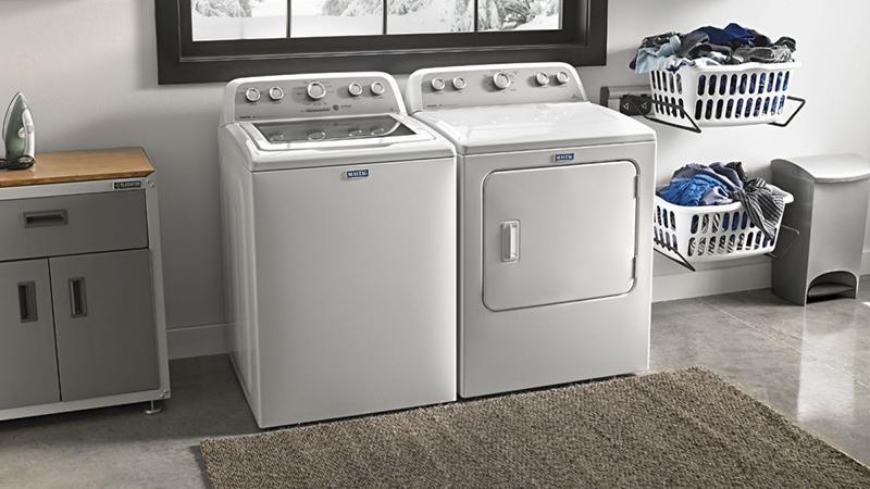 Máy giặt cửa trên có thể cho thêm quần áo vào trong khi vận hành