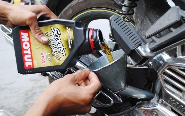 Nhớt có các loại sau: đến dầu nhớt gốc khoáng, dầu nhớt bán tổng hợp và dầu nhớt 100% tổng hợp.